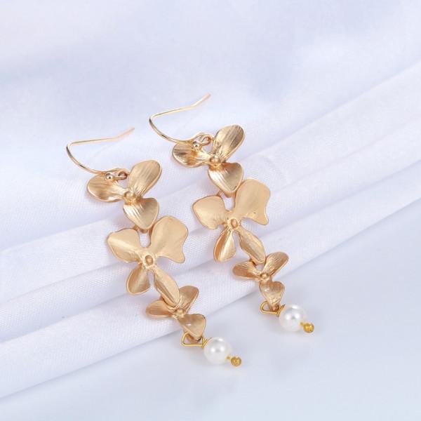 Ohrringe Gold mit Blume und Perle
