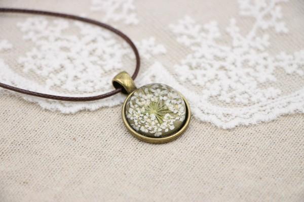Leder Kette Blume in halber Glaskugel - Weiss