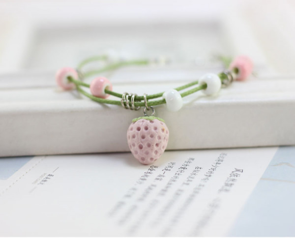 Armband Erdbeere & Holzperlen