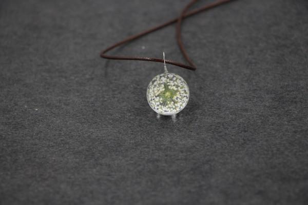 Leder Kette Blume in runder Glaskugel - Weiss