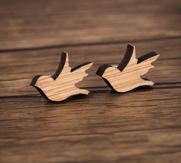 Ohrstecker aus Holz - Vogel fliegend