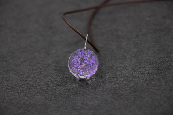 Leder Kette Blume in runder Glaskugel - Lila